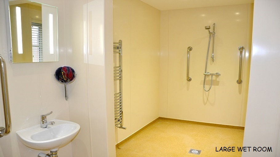 LARGE WET ROOM